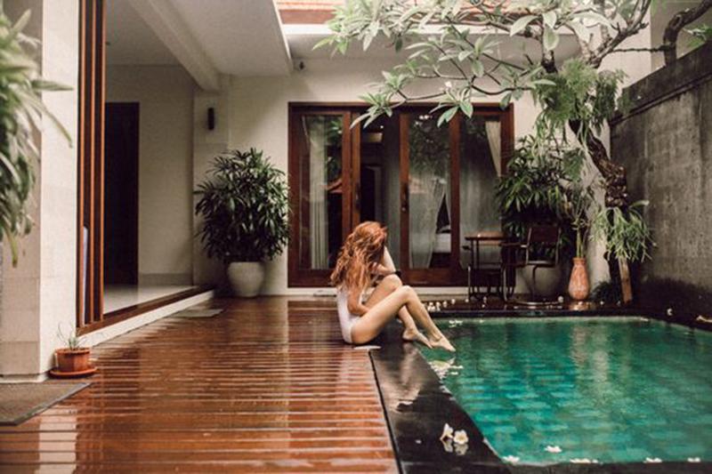 Bể bơi, đài phun nước biệt thự mái thái