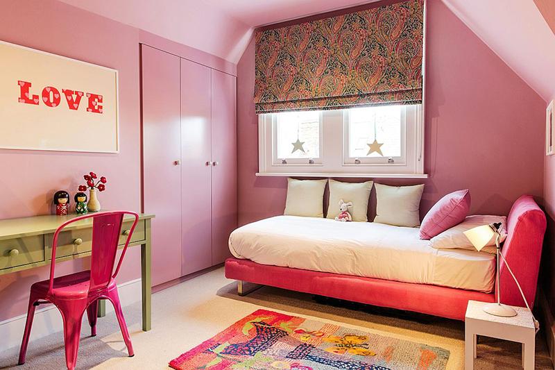 Trang trí phòng ngủ bé gái màu hồng cho bé khoảng 8 tuổi