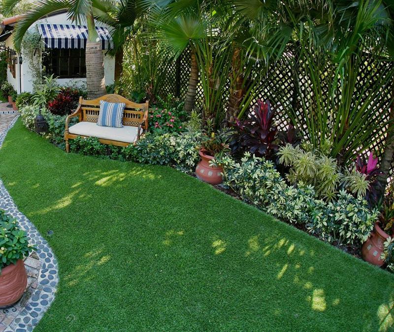 Sân thượng với nền cỏ nhân tạo