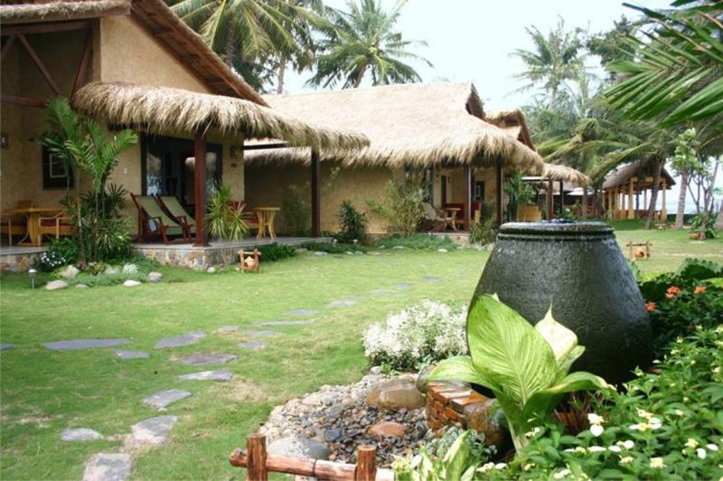 Mẫu thiết kế sân vườn đẹp theo phong cách Đồng quê Việt Nam